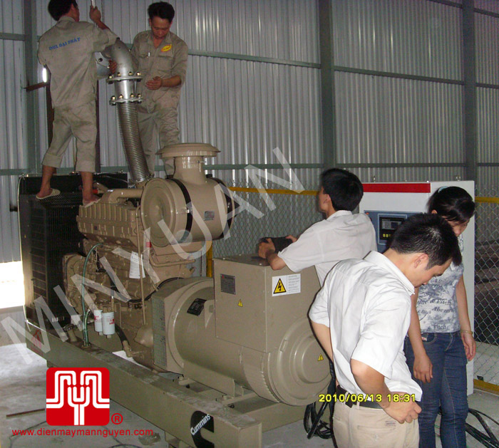 The set of 350KVA CUMMINS soundproof generator was delivered to customer in Hung Yen province on 2010 June 13th