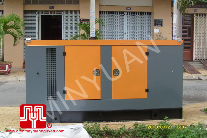 The set of 200KVA Cummins soundproof generator was delivered to customer in Ho Chi Minh on 2010 July 21st