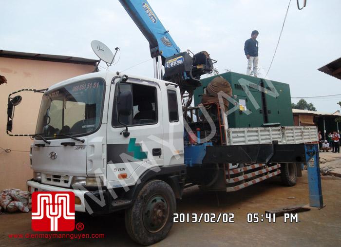 Tổ máy phát điện có vỏ CUMMINS 375KVA bàn giao khách hàng Campuchia ngày 02.02.2013